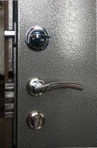 1354951352_metall_dveri